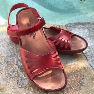 Naot Red Strappy Comfort Walking Sandals sz 41/10